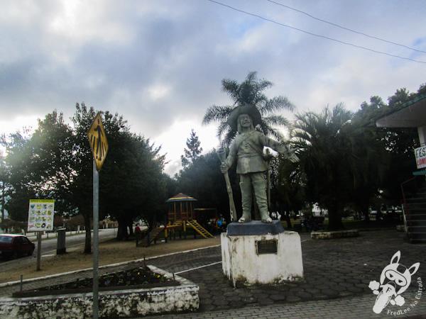 Monumento em homenagem ao Capitão Antônio Marques Arzão - Bom Retiro - SC   FredLee Na Estrada