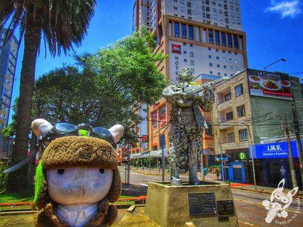 Monumento em homenagem ao Teixeirinha | Passo Fundo - RS | FredLee Na Estrada