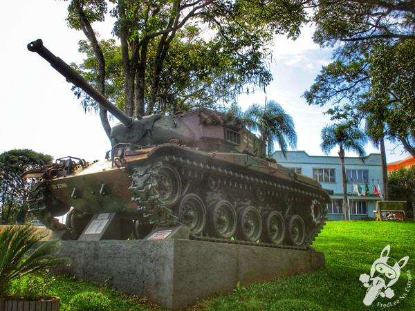 Tanque de guerra na praça da matriz | Jacutinga - RS | FredLee Na Estrada
