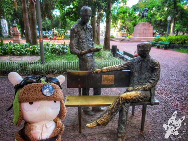Monumento de Carlos Drummond de Andrade e Mário Quintana - Centro Histórico | Porto Alegre - Rio Grande do Sul - Brasil | FredLee Na Estrada